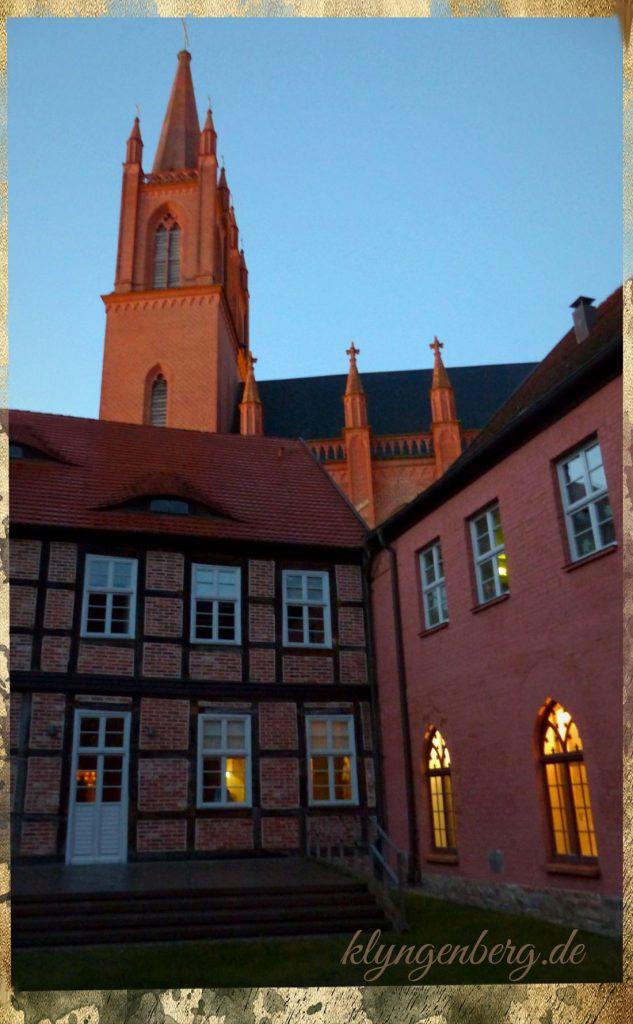 Kloster Kirche Dobbertin 633x1024 - Seminarhaus mieten - Klyngenberg
